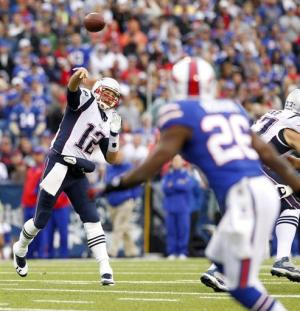 Brady, Patriots rebound with 52-28 rout of Bills