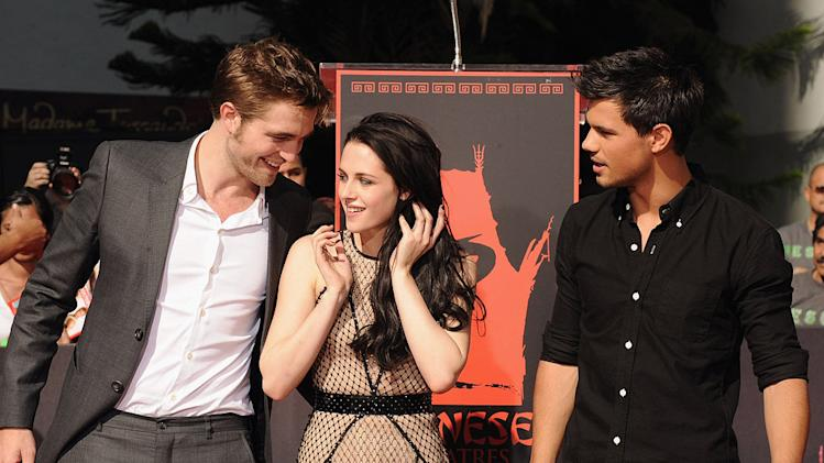 Twilight Saga Cast Hand and Footprint Ceremony 2011 Hollywood Kristen Stewart Robert Pattinson Taylor Lautner