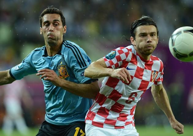 Spanish Defender Alvaro Arbeloa (L) Vies AFP/Getty Images
