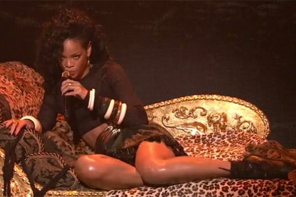 Rihanna Gives Sexiest 'Saturday Night Live' Performance Ever
