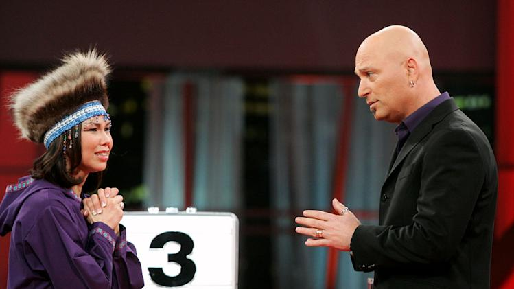 Contestant Heidi Kurtz and Host Howie Mandel on Deal or No Deal.