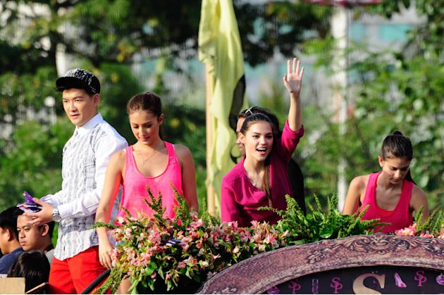 "The cast of the MMFF 2012 entry ""Sosy Problems"" waves to the crowd as their float makes its way at the 2012 Metro Manila Film Festival Parade of Stars on 23 December 2012. (Angela Galia/NPPA Images)"