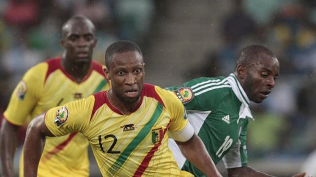 Mali's captain Seydou Keita (12) dribbles the ball away from Nigeria's Sunday Mba during their African Cup of Nations (AFCON 2013) semi-final soccer match at the Moses Mabhida stadium in Durban, February 6, 2013 (Reuters)