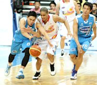 PJ Simon and Gabe Norwood fight for the loose ball while James Yap looks on. (PBA Images)