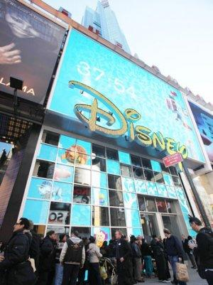 Man Stabbed In Chest Outside Times Square Disney Store