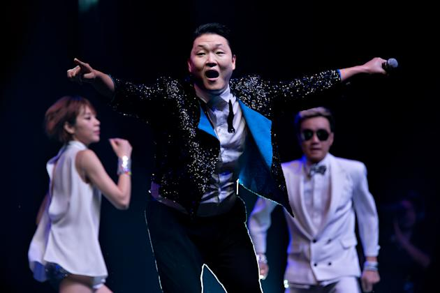 Psy performs in a free showcase at Marina Bay Sands. (Yahoo! photo)