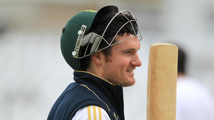 Graeme Smith has agreed a three-year deal with Surrey