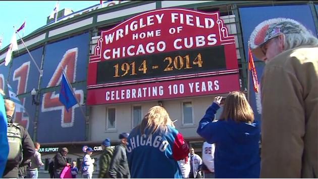 Cubs fans flock to Wrigley to celebrate 100 years