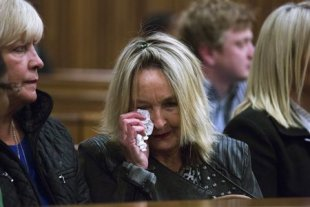 Reeva Steenkamp's mother June Steenkamp sits in court. (REUTERS)