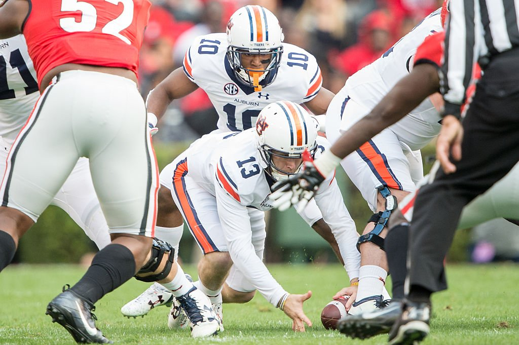 Auburn quarterback Sean White suffered a shoulder injury early in the loss against Georgia and didn't tell coaches. (Getty)