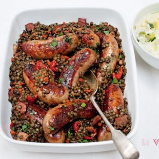 Sausages with lentils, sweet tomatoes and smoked bacon: Recipes