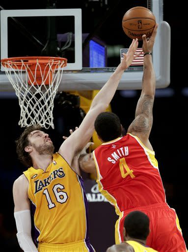 Lakers hold off Rockets, take West's 7th seed