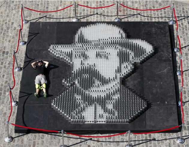 Artist Herb Williams, of Nashville, Tenn., poses with his Guinness World Record-breaking mosaic, a portrait of