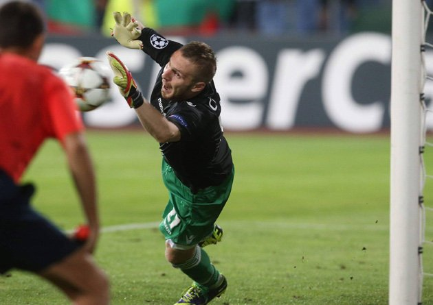 Defender Moti goes in goal for Champions League play-off shoot-out – and wins