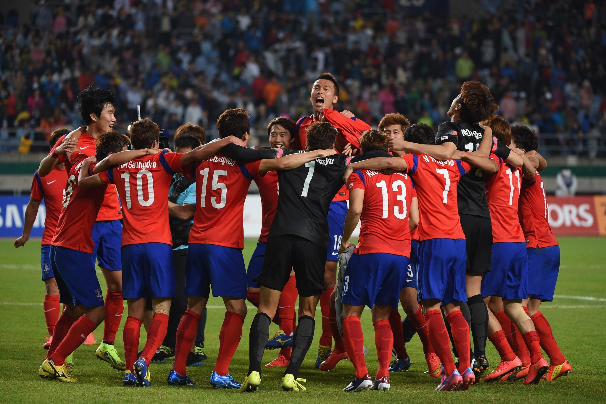 South Korea players celebrate the 1-0 win and gold medal after the Football Men's Gold Medal match between South Korea and North Korea during the 2014 Asian Games in Incheon, South Korea. (Getty)