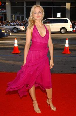 "Premiere: Mena Suvari at the Hollywood premiere of HBO's ""Six Feet Under"" - 6/2/2004"