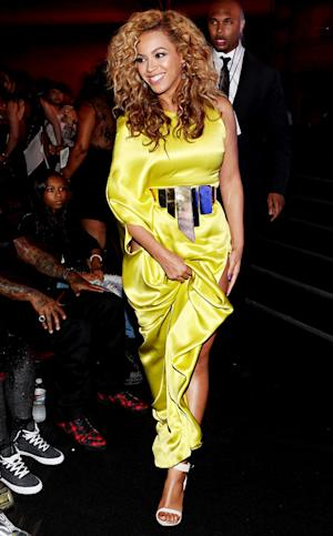 Beyonce Wears Sexy, Hip-High Slit Dress at BET Awards