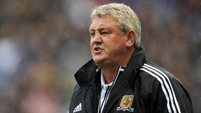 Football - Bruce angered by 'cheat' Lee