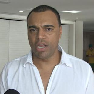 Denilson calls for calm ahead of Brazil 2014