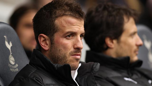 Van der Vaart leaves Tottenham for Hamburg