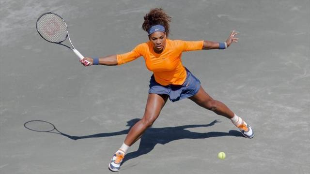 Tennis - Serena Williams cruises past sister Venus in Charleston