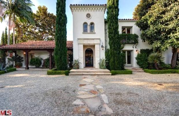 Miranda Cosgrove Buys $2.6M Home, Billy Bob Thornton Sells Mansion He Shared With Angelina Jolie