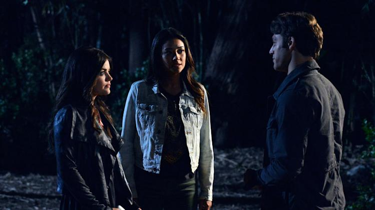"""Pretty Little Liars"" - ""Into the Deep"""