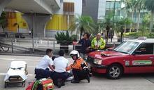 葵涌過路婦捱的士撞 頭傷送院