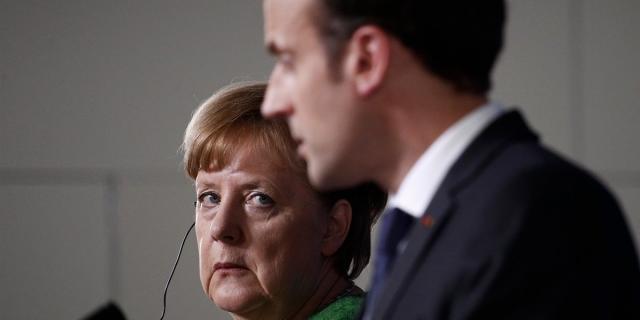 Emmanuel Macron (rechts) und Angela Merkel auf einer Pressekonferenz.
