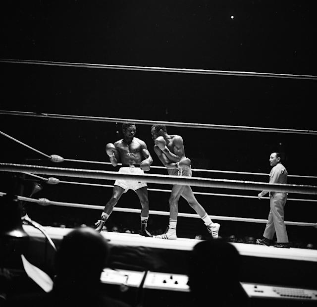 INGLEWOOD,CA - APRIL 18,1969: Jose Napoles (L) avoids the punch by Curtis Cokes during the fight at the Forum, Inglewood, California. Joes Napoles won the WBC welterweight title and WBA World welterweight title. (Photo by: The Ring Magazine via Getty Images) *** Local Caption ***Jose Napoles;Curtis Cokes