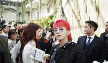 GD頂著紅髮就去了巴黎 Chanel大秀永遠坐第一排的男人這些年的秀場Look帥得比代言人還稱職