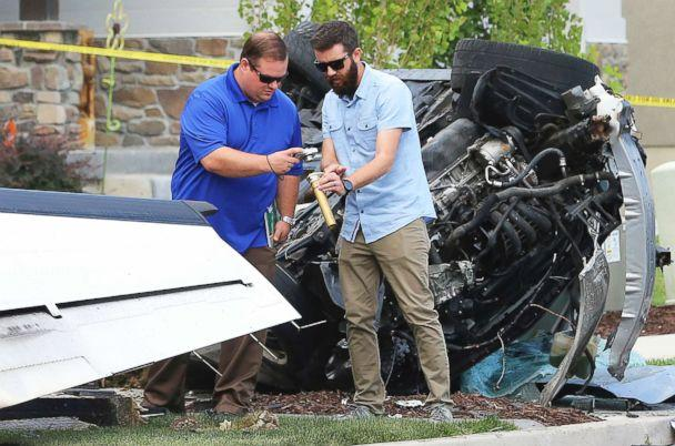 PHOTO: Federal Aviation Administration officials investigate the scene of a plane crash in Payson, Utah, Aug. 13, 2018. (Scott G Winterton/The Deseret News via AP)