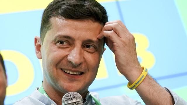 Wolodymyr Selenskyj, Präsident der Ukraine, hat die Wahl mit seinen «Dienern des Volkes» wohl gewonnen. Foto: Evgeniy Maloletka/AP
