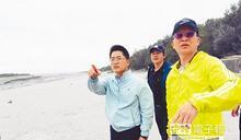 東北季風狂掃 台東人呷飯配砂