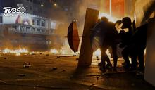 汽油彈、催淚彈激戰 裝甲車開進彌敦道