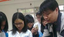 師鐸獎得主蔡任圃 帶學生透過蟑螂 認識所有生命都美麗