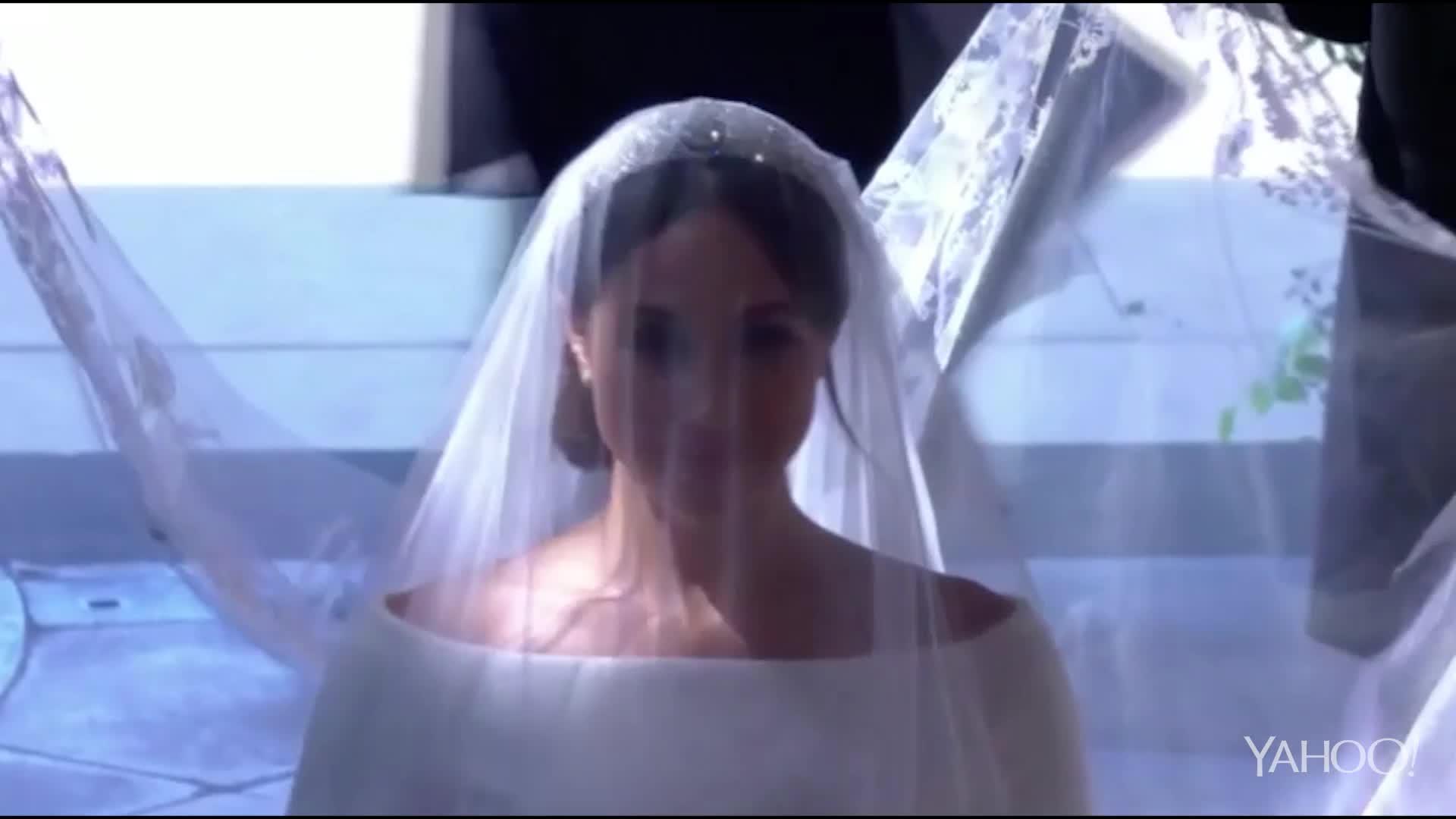 Royal Wedding Meghan walks down the aisle