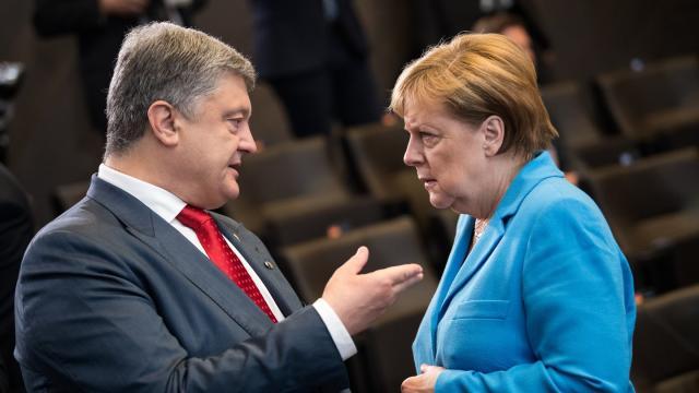 Petro Poroschenko und Angela Merkel bei einem Treffen im Juli 2018. Foto: Bernd von Jutrczenka
