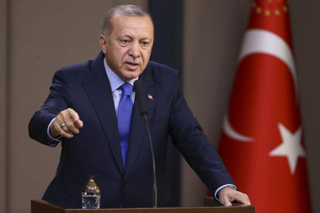 土耳其总统雷杰普·塔伊普·埃尔多安(Recep Tayyip Erdogan)在2019年11月12日在土耳其安卡拉举行的新闻发布会上发表讲话。(照片:Ercin Top / Anadolu Agency via Getty Images)