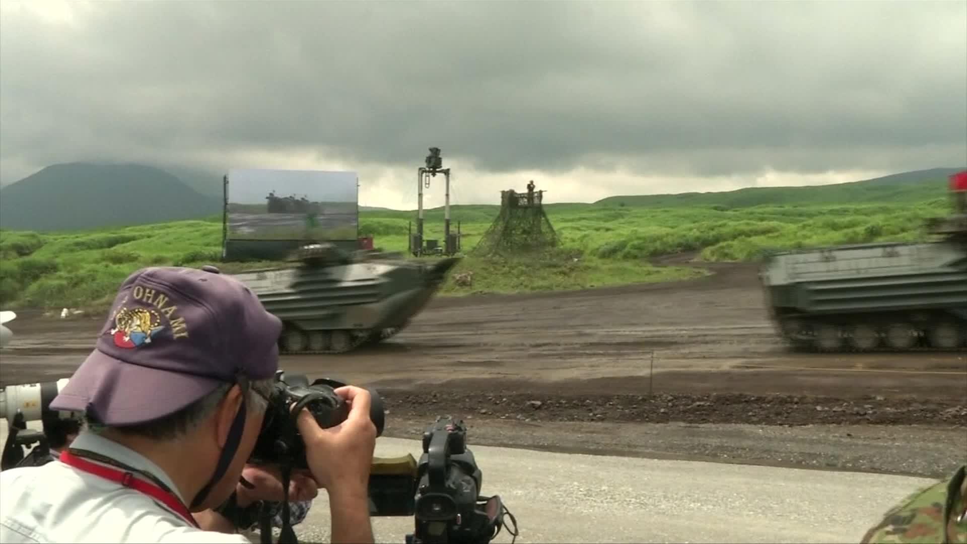 令和首次富士山軍事演習 80輛坦克實彈射擊