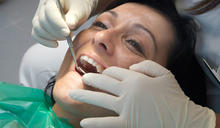 缺牙不補影響咬合 植牙搭配隱形矯正一次搞定