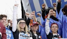 Z世代展現強大行動力:槍口餘生後,高中生號召80萬人現身為共同命運發聲