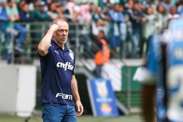 Mano Menezes将在2020年继续任职,即使有来自粉丝的所有压力。 照片:Marcello Zambrana / AGIF