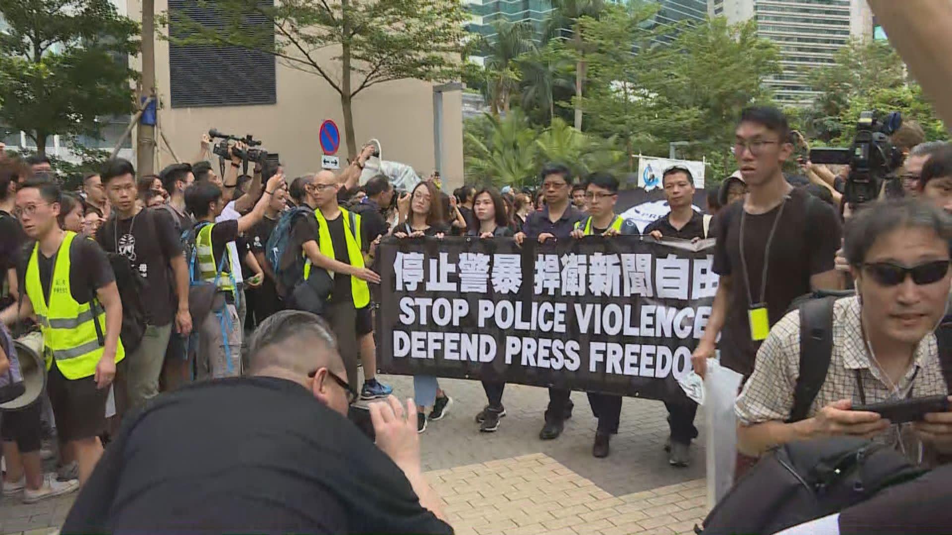 新聞界靜默遊行 要求林鄭捍衛新聞自由