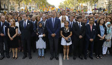 【拒向恐攻低頭】西班牙50萬人踩街 國王破例參一咖