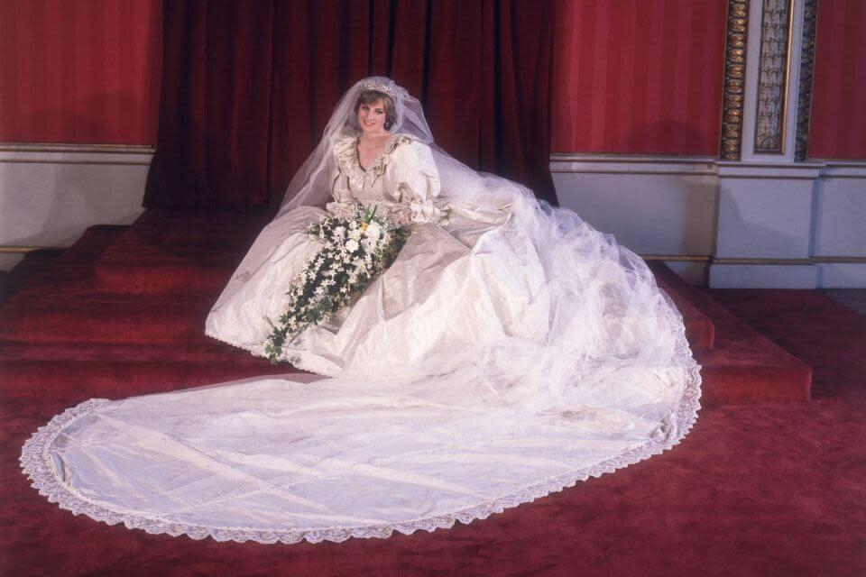 史上最唯美的浪漫婚紗! 伊麗莎白泰勒、凱特王妃...一覽歐美名人的經典婚紗