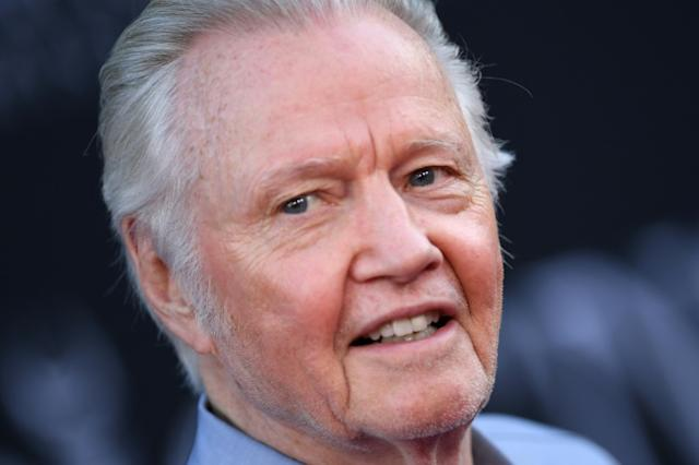 特朗普表彰演员约翰·沃伊特(John Voight),他是好莱坞为数不多的支持者之一