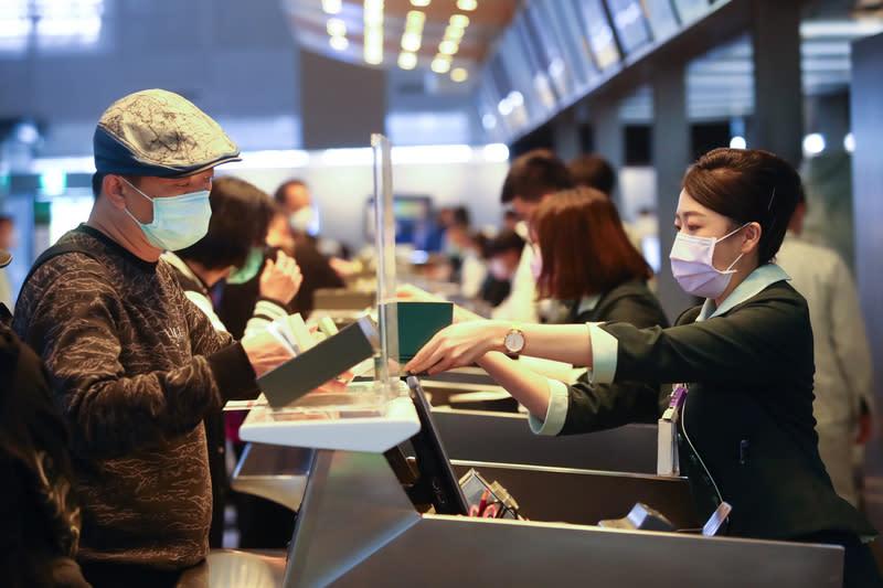 台灣疫情驟增 分流上班、物資管控你準備好沒?