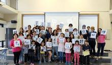 日本新銳藝術家駐館臺東 與學童交流書法文化