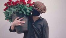 單膝下跪送玫瑰!GD求婚動作謝粉絲